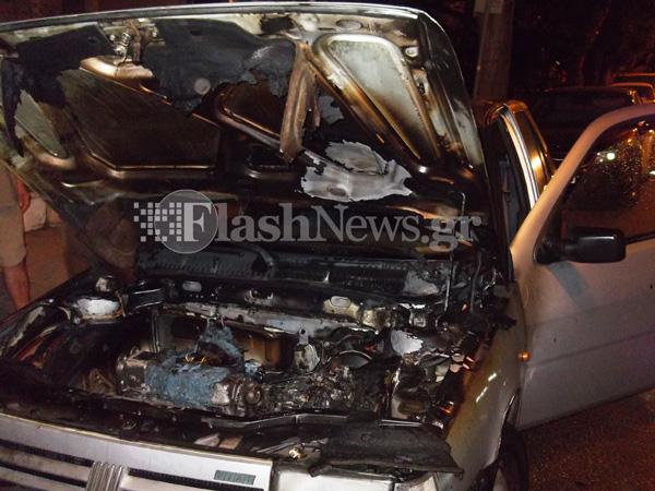 Πυρκαγιά σε εν κινήσει αυτοκίνητο με δύο επιβάτες στην πόλη των Χανίων (φωτο)