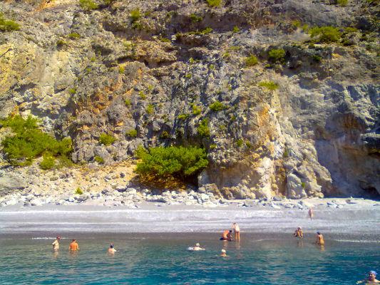 140 παραλίες κι ένα ξενοδοχείο στα Χανιά για… γυμνιστές (Photos)
