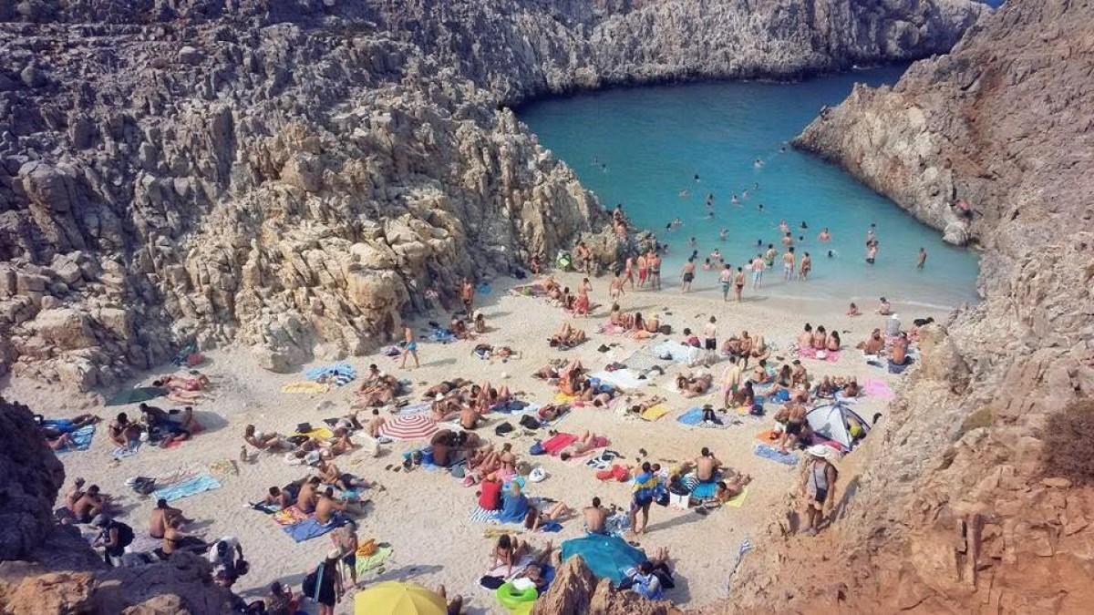 Η κρυφή παραλία Σεϊτάν Λιμάνια έγινε… Αγιά Μαρίνα (Photos)