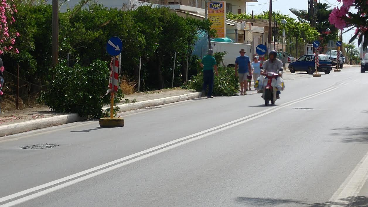 Χανιά: Στον Πλατανιά περίμεναν τον Ιούνιο για να φτιάξουν τα πεζοδρόμια! (Photos)