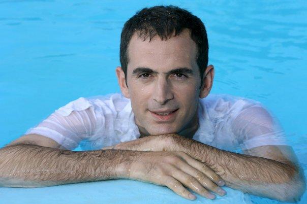 Πάγωσε η πισίνα Έλληνα ηθοποιού από το κρύο