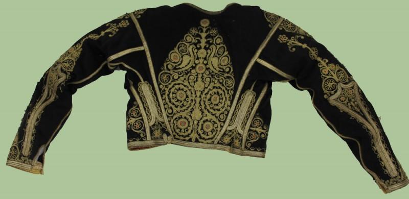 Γιατί οι Κρητικοί φοράνε μαύρο πουκάμισο και βράκα;