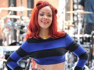 Νέο πρόσωπο του Armani η Rihanna