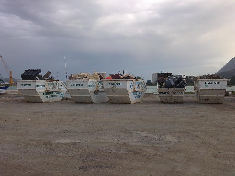 Από καναπέδες μέχρι βάρκες έβγαλαν από το λιμάνι της Σούδας σε επιχείρηση καθαρισμού του