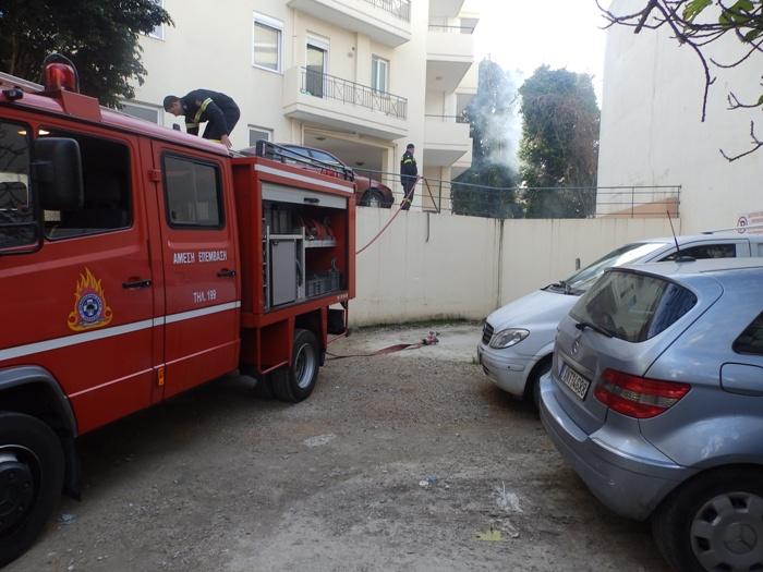 Ντουμάνια οι καπνοί στο κέντρο των Χανίων - Φωτιά σε ακάλυπτο χώρο