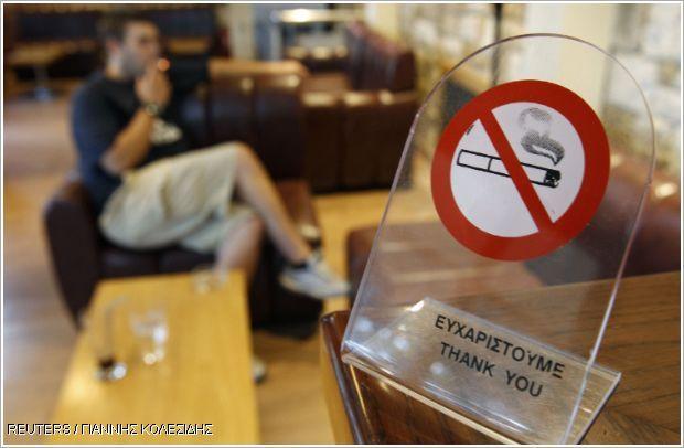 Βροχή οι καταγγελίες στα Χανιά για κάπνισμα σε δημόσιους χώρους