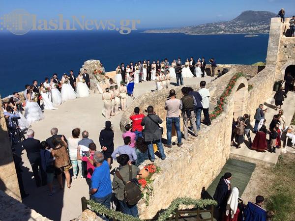 Η γαμήλια τελετή για τα ζευγάρια απο την Κίνα στο φρούριο της Απτέρας