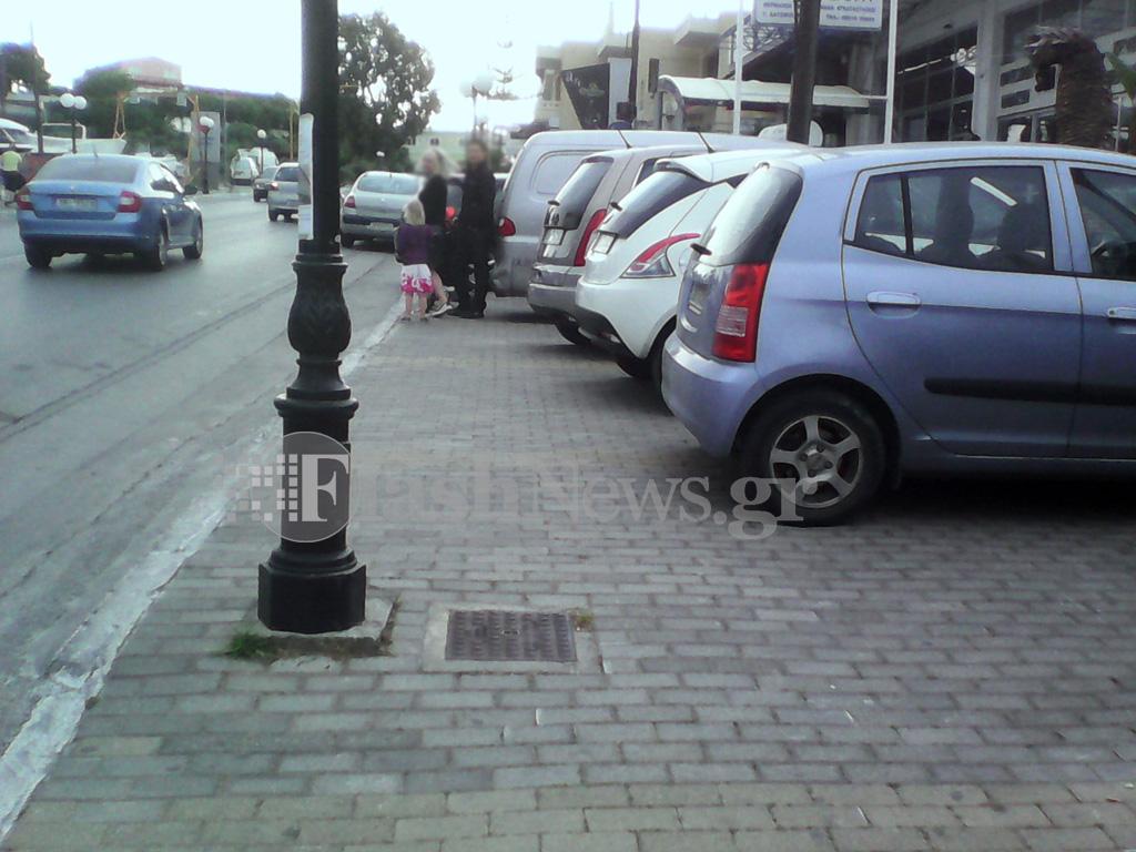Μετέτρεψαν τα πεζοδρόμια σε...χώρους στάθμευσης στον Μακρύ Τοίχο στα Χανιά
