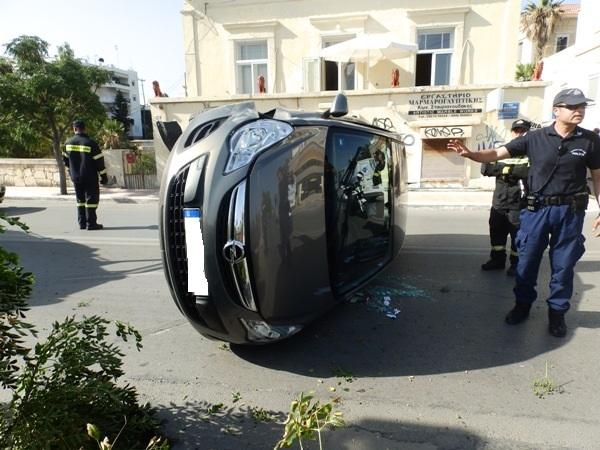 Με το καλημέρα ανατροπή οχήματος στα Χανιά (φωτο)