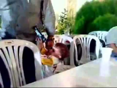 Αυτά κάνουν οι μπαλωθιές…Τρίχρονος πυροβόλησε τον πατέρα του σε γλέντι γάμου (Video)