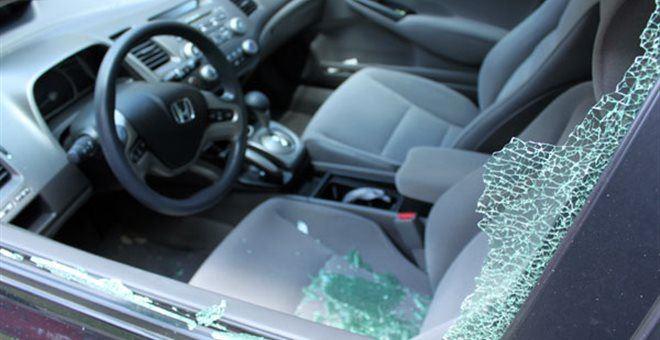 Άγνωστοι έσπασαν αυτοκίνητα στην Αγ. Μαρίνα στα Χανιά