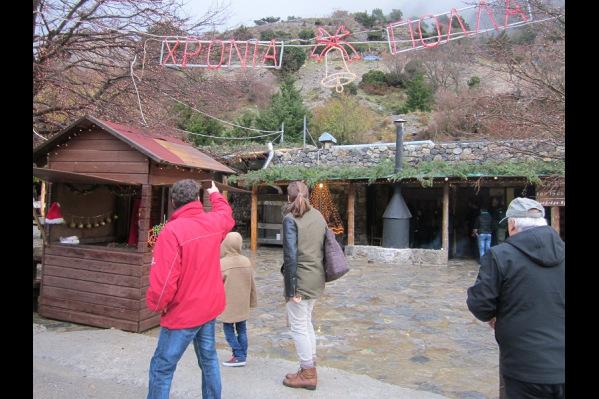 Χανιά: Το χωριό του Άϊ-Βασίλη λειτουργεί στον Ομαλό