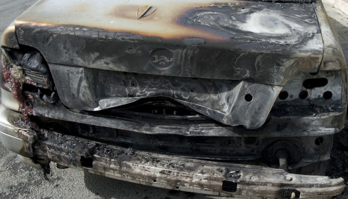 29χρονη έβαλε φωτιά σε αυτοκίνητο