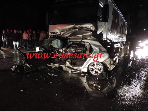 Νέο θανατηφόρο τροχαίο: Αυτοκίνητο καρφώθηκε σε νταλίκα! (φωτο_