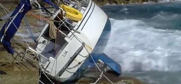 Χανιά: Ιστιοφόρο ξεβράστηκε στον Μπάλο… (Video)