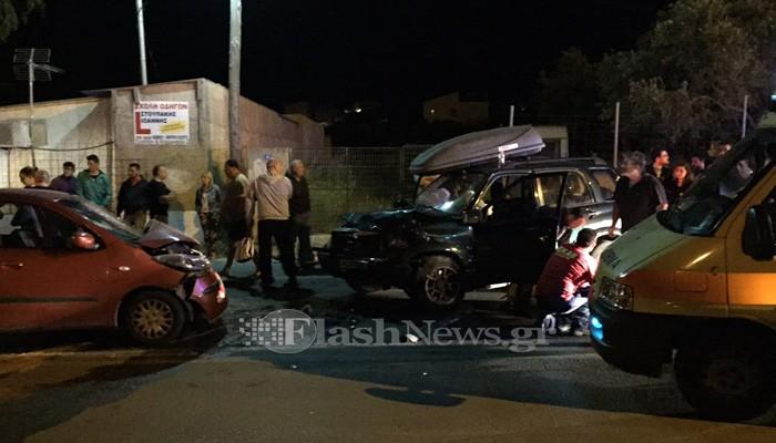 Μετωπική σύγκρουση δύο αυτοκινήτων στο Ακρωτήρι με τραυματίες (φωτο)