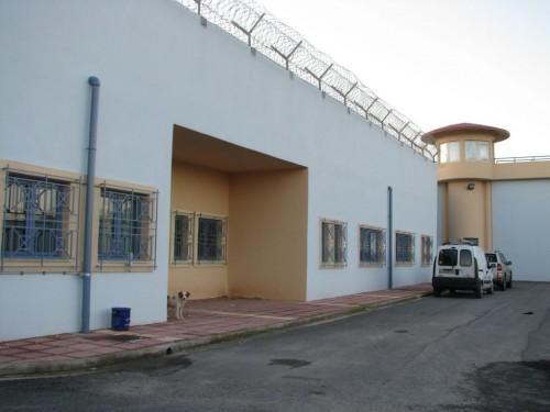 Χανιά:Κρατούμενος παντρεύτηκε τη δικηγόρο του μέσα στη φυλακή! Photos