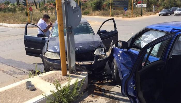 Σύγκρουση οχημάτων στις Μουρνιές - Έγκυος μεταξύ των τραυματιών(φωτο)