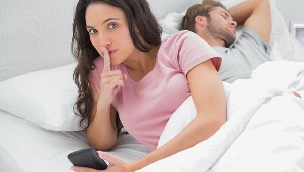 Σε ποια ηλικία είναι πιο πιθανό να απατήσει μια γυναίκα τον σύντροφό της