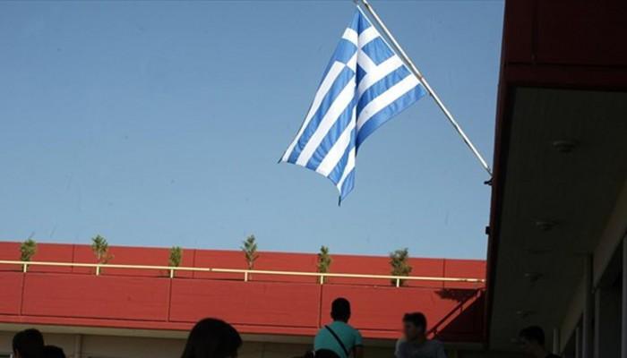 Αλλοδαπός μαθητής στο Ηράκλειο κατέβασε & έσκισε τη σημαία από σχολείο