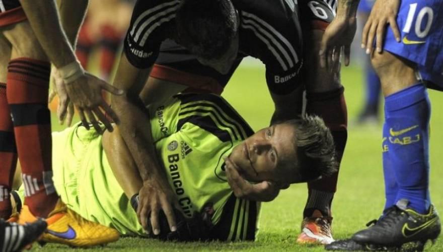 Βίντεο: Σοκαριστικός τραυματισμός τερματοφύλακα από τον Κάρλος Τέβες