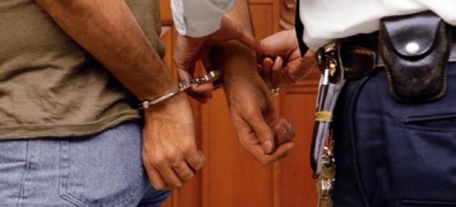 Χανιά: Έβαλε χέρι στο ταμείο, έκλεψε και ένα ζευγάρι παπούτσια