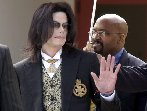 Σάλος! Συλλογή ερωτικών ταινιών με ανήλικους στο σπίτι του Michael Jackson