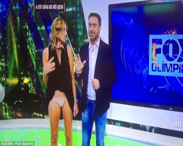Βίντεο: Τηλεπαρουσιάστρια αποκαλύπτει το εσώρουχό της on air!