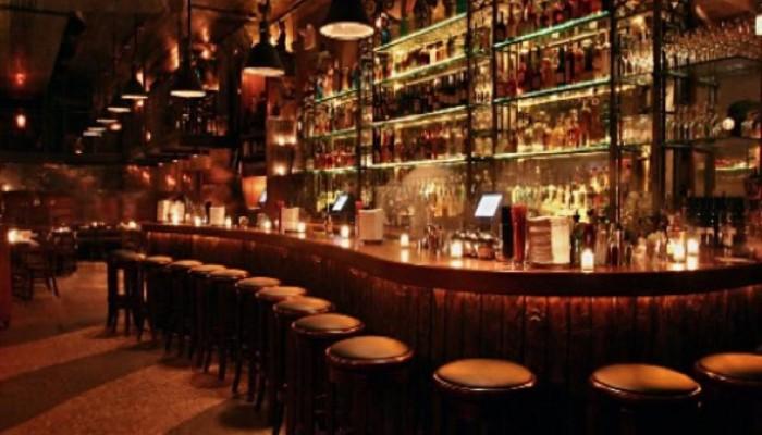 Τραγωδία σε μπαρ των Χανίων - 40χρονος πνίγηκε από το ποτό και πέθανε
