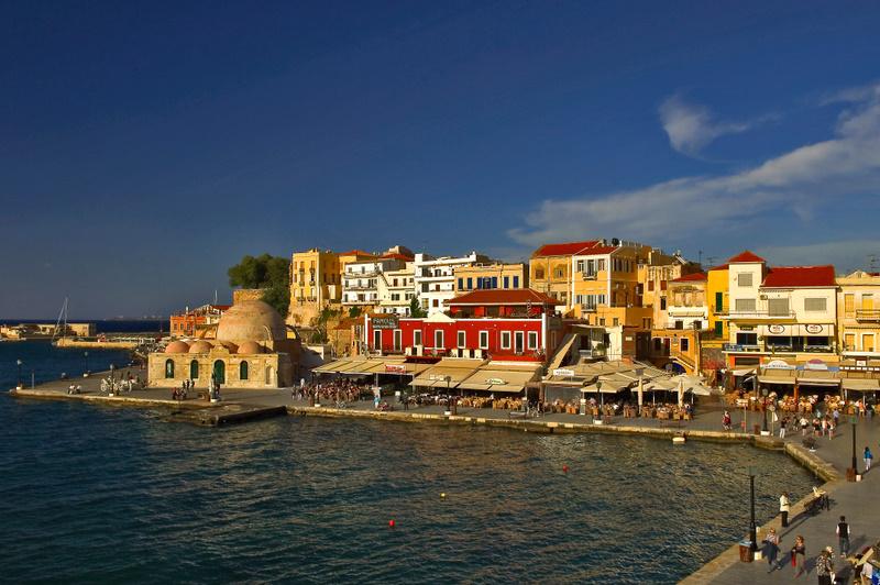 Καταφύγιο διασήμων τα Χανιά Και ο Λαζόπουλος στο παλιό λιμάνι (Photo)