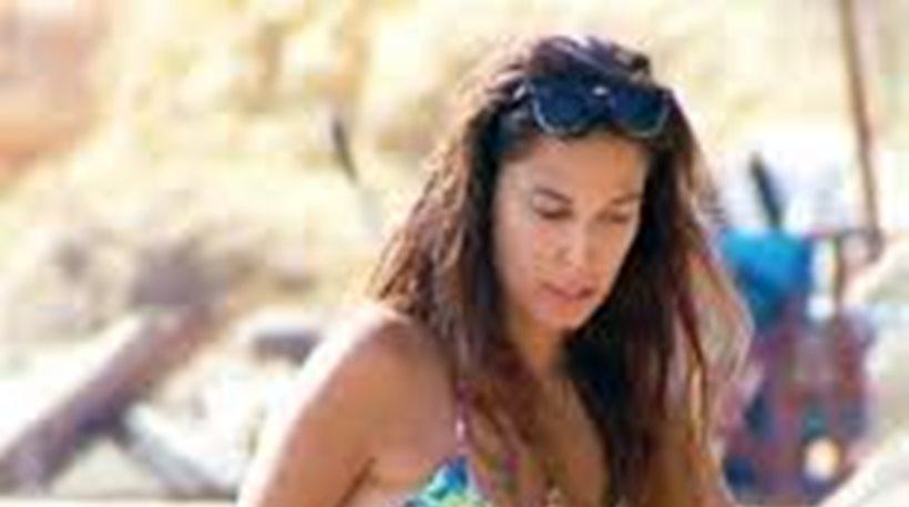 Η Κατερίνα Παπουτσάκη στην παραλία