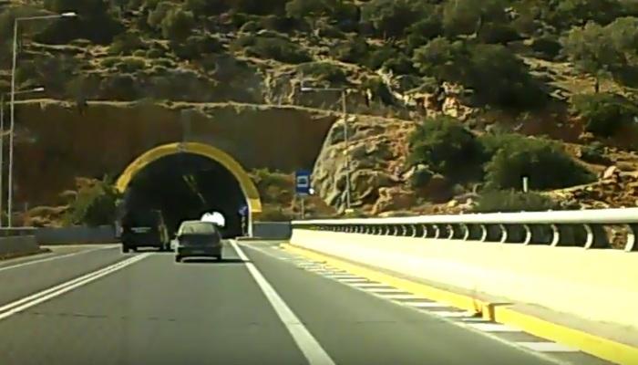 Με τέτοια νοοτροπία πώς να μην θρηνούμε θύματα σε δρόμους της Κρήτης-βίντεο