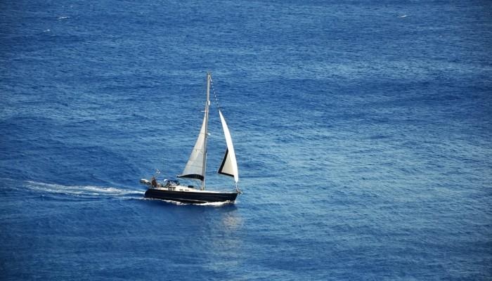 Συναγερμός για σκάφος που εξέπεμψε SOS ανοιχτά των Φαλασάρνων