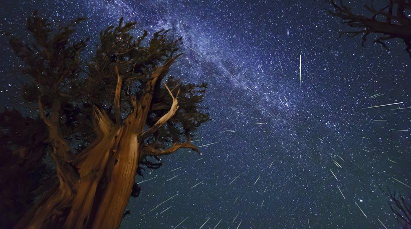 Υπερθέαμα με πεφταστέρια: Δείτε την εντυπωσιακή «βροχή των Περσείδων»!