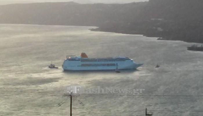 Κρουαζιερόπλοιο έδωσε «μάχη» με τους ανέμους για να δέσει στην Σούδα (φωτο)