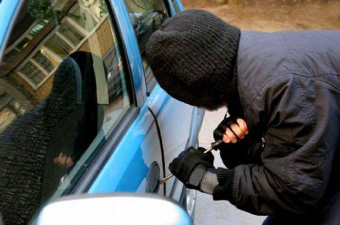 Χανιά: Ποντικός άδειαζε αυτοκίνητα Στη φάκα μετά από 4 κλοπές