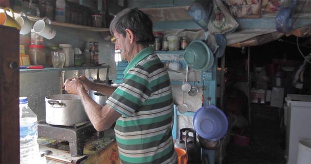 Κρητικός έζησε 40 χρόνια σε νησάκι στην Κρήτης και έγινε ντοκιμαντέρ λίγο πριν πεθάνει (video)