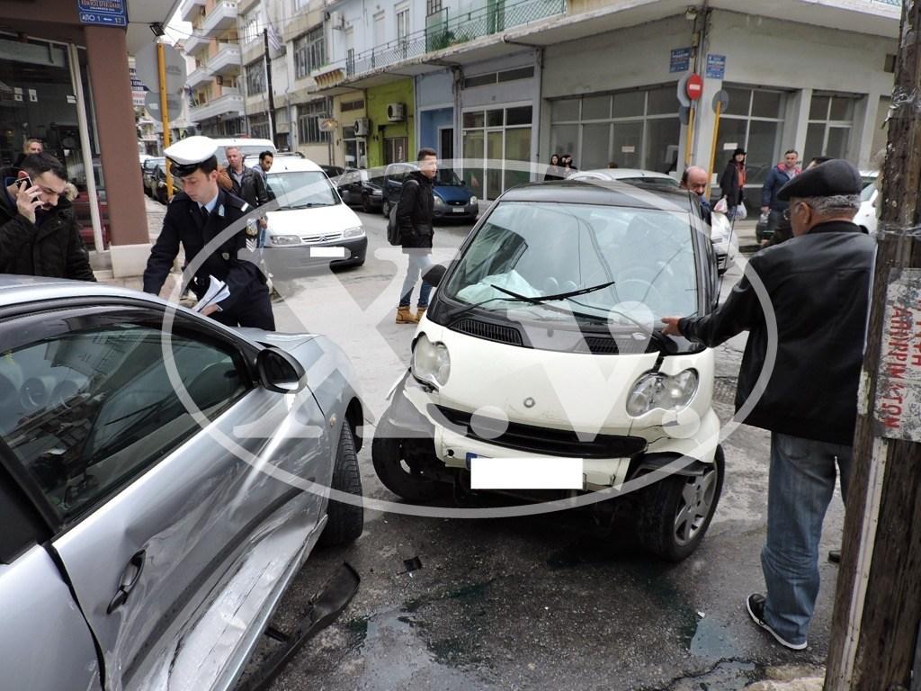 Τροχαίο με τραυματισμό στο κέντρο της πόλης των Χανίων (φωτ)