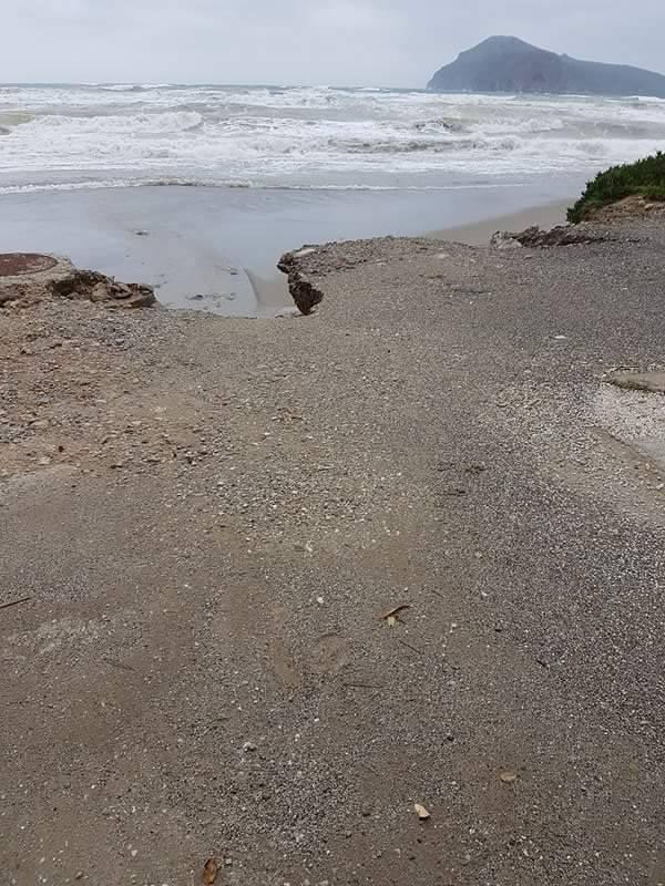 Χανιά: Μπάζωσαν την παραλία για να έχουν πρόσβαση στις βίλες