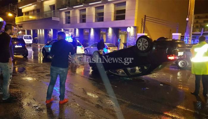 Ανατράπηκε αυτοκίνητο τα ξημερώματα στη μέση κεντρικού δρόμου στα Χανιά