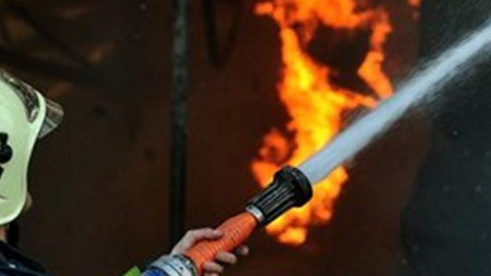 Χανιά: Στο πόδι η Πυροσβεστική Φωτιά τα ξημερώματα σε αποθήκη με ξυλεία και μηχανήματα