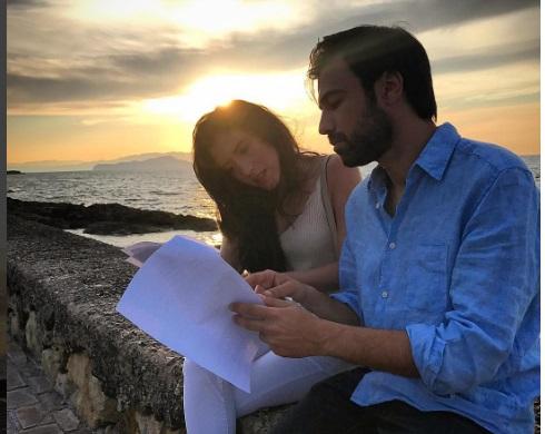 Μπρούσκο: Αχιλλέας - Μελίνα με φόντο το υπέροχο ηλιοβασίλεμα των Χανίων