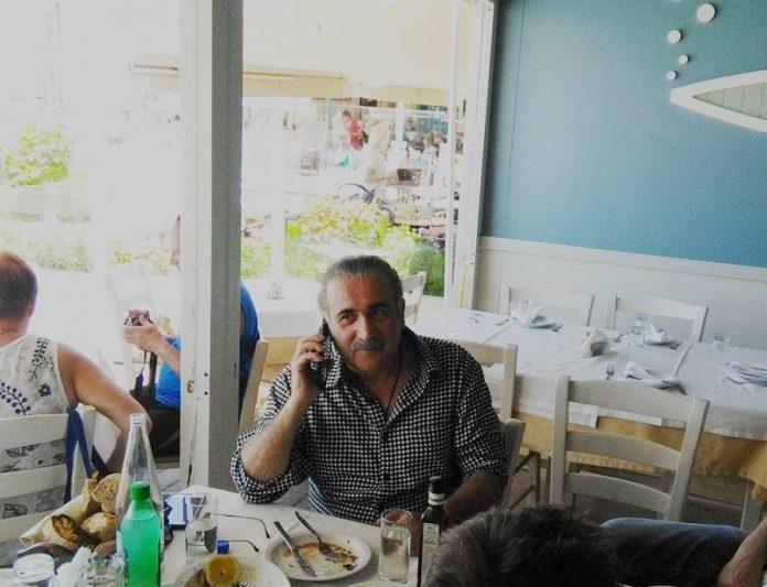 Στο παλιό λιμάνι των Χανίων ο Λάκης Λαζόπουλος
