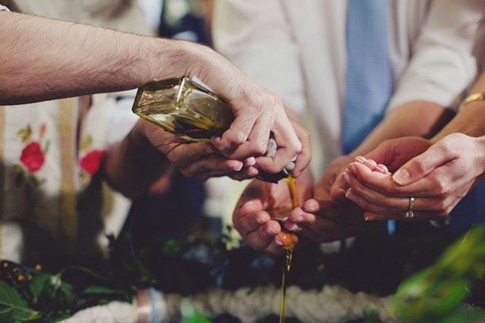 Κρήτη: Γάμος και βάφτιση με 13 κουμπάρους και 13 νονούς! - Ποιοι celebrites θα είναι ανάμεσα στους σύντεκνους
