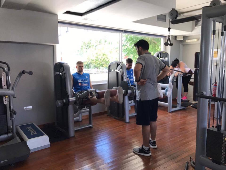 Αντετοκούνμπο & Χαραλαμπόπουλος γυμνάζονται σε γυμναστήριο στα Χανιά (φωτο)