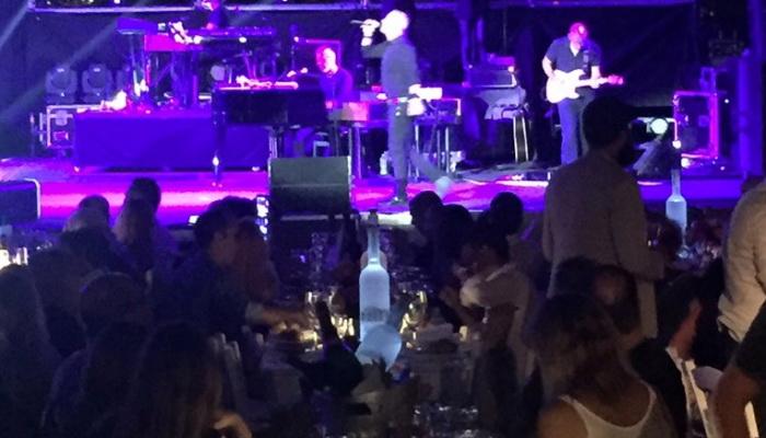 Χανιώτες είδαν Ρέμο «πρώτο τραπέζι πίστα» χωρίς να πληρώσουν ευρώ (βίντεο)