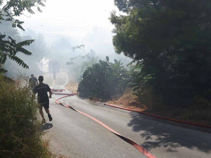 Χανιά: Φωτιά κοντά στη Νεράιδα - Μαύροι καπνοί στην Ακρωτηρίου (φωτο)
