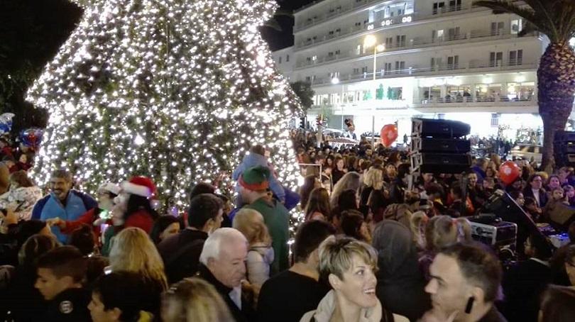 Χανιά: Άναψε το Χριστουγεννιάτικο Δέντρο στην Πλατεία Δημοτικής Αγοράς