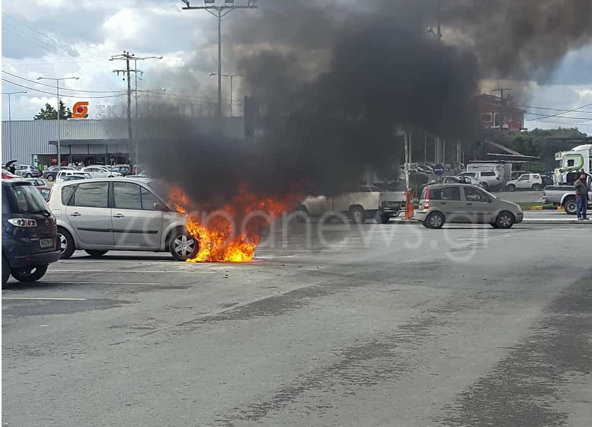Χανιά: Λαμπάδιασε αυτοκίνητο σε πάρκινγκ στις Μουρνιές (φωτο)