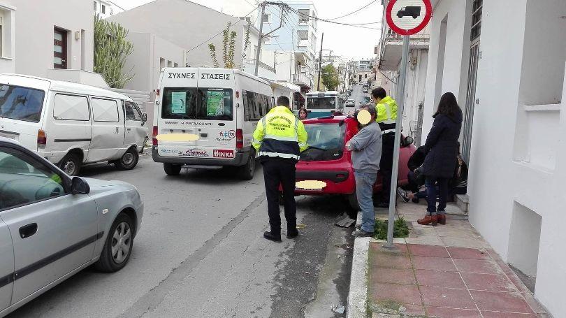 Τροχαίο ατύχημα σε επικίνδυνη διασταύρωση στα Χανιά (φώτο)